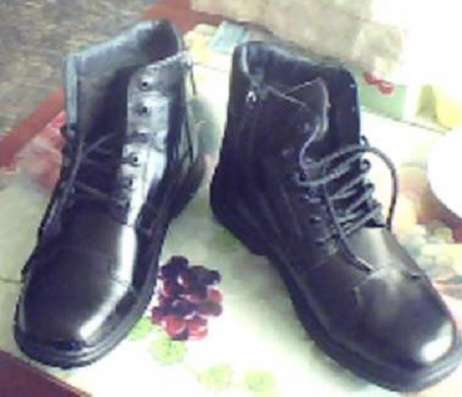 Продам ботинки мужские новые