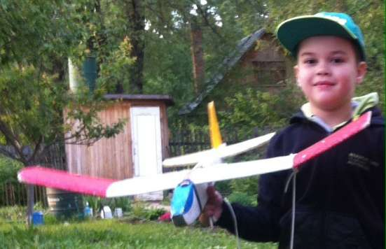 Самолетик летающий