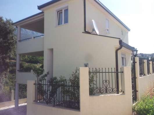 2х-этажный дом с бассейном в Добра Вода, Черногория