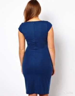 Красивое платье футляр с драпированным запахом
