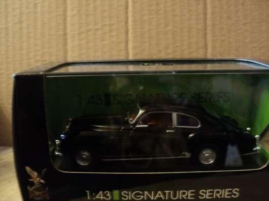 Масштабная модель автомобиля BENTLEY