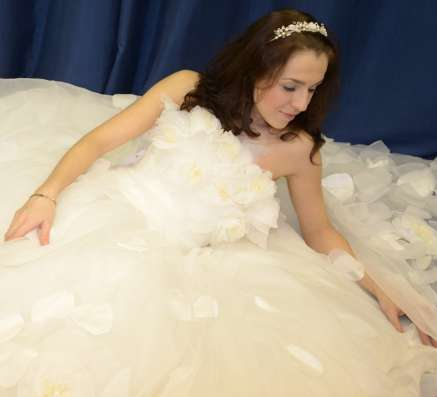 Пышное свадебное платье со шлейфом в Москве Фото 2