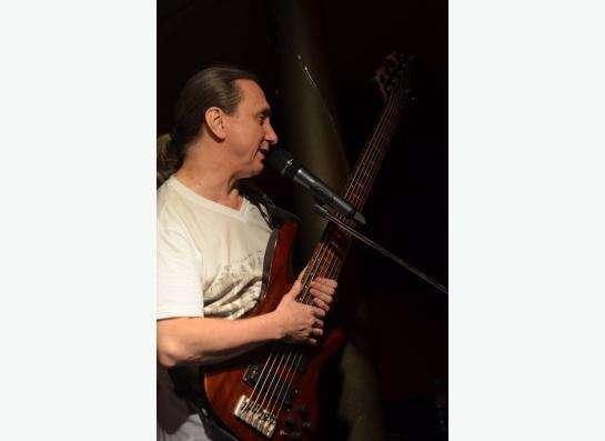 Уроки игры на бас-гитаре в Ростове-на-Дону Фото 1